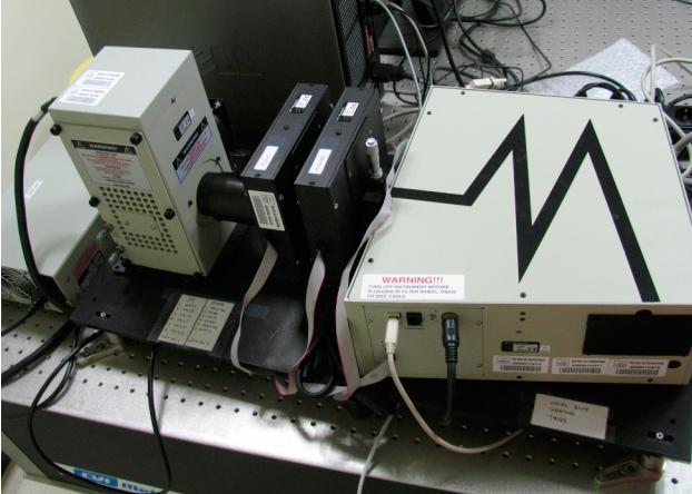 Sistema de caracterización de elementos ópticos. Monocromador controlado con un PC