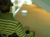 Demostración de uso de la instalación con proyección en las dos pantallas de visualización 3D, junto con el uso de las gafas 3D activas con leds activos para el seguimiento activo de la mirada del usuario y plataforma de tracking del movimiento de la silla de ruedas