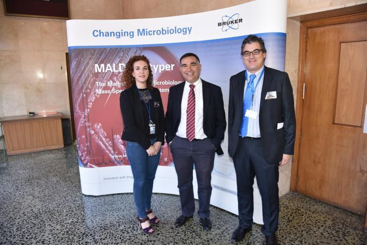 Marta Perez-Sancho, Francesc Marquez y Pedro Cano. Jornada de Identificación Microbiológica por Espectrometría de Masas MALDI Biotyper