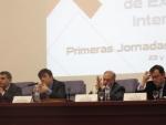 Juan José Moreno (ME), Carlos Andradas (UCM), Gonzalo León (UPM) y Jorge Sainz (CM) durante la presentación de las Primeras Jornadas Científicas del Campus Moncloa