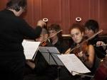 Director de orquesta y músicos durante la Noche de los Investigadores